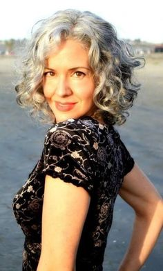 Natural Grey Hairstyles for Women of Every Age0011