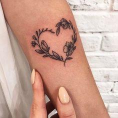 Small Tattoo Models Tattoo Sleeve Heart Figured Arm Tattoos - Small Tattoo Models Tattoo Sleeve Heart Figured Arm Tattoos Best Picture For heart tattoo For You - Tropisches Tattoo, Arrow Tattoo, Herz Tattoo, Shape Tattoo, Ankle Tattoos, Tattoo Fonts, Club Tattoo, Tattoo Quotes, Mini Tattoos
