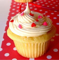 Raspberry Filled Cupcakes |  #cupcakes #Filled #raspberry