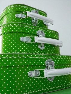 Green and White Polka Dot Suitcases World Of Color, Color Of Life, Emerald Green, Blue Green, Green Grass, Color Verde Claro, Mean Green, Green Rooms, Green Fashion