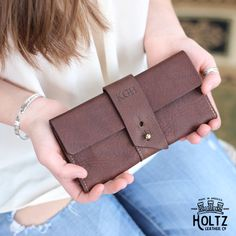 The Kelsey Fine Leather Pocketbook Wallet Large Checkbook Cover The Kelsey Fine Leather Pocketbook Wallet Large Checkbook Cover is a unique and timeless item! It is handmade right here in our shop with the finest of Full Grain American leathers. We hand–pick our leather hides from a local tannery for a rustic look and feel. This …