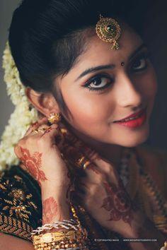 Look at that eyes !!!! So gorgeous and so cute  #WeddingDay #cutebride #eyes #sparkling #beauty #bridesfashion #cutesmile
