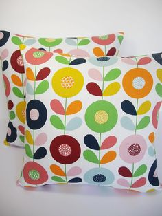Handmade by ANDSHINE Fabric is from Sweden - Simple circle & leaf design. Bold, bright and fun, this is a ultra modern design with a strong Scandinavian retro feel. Available in sizes - 18 & The reverse is a plain WHITE fabric with a zip opening Handmade Cushion Covers, Diy Cushion, Cushion Fabric, Cushion Pillow, Scandinavian Fabric, Scandinavian Pattern, Scandinavian Design, Retro Fabric, Vintage Fabrics