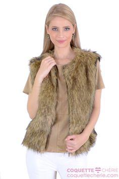A jaqueta preferida das consultoras de moda da Coquette Chérie! Duas peças em uma! As mangas de couro podem ser retiradas, virando um colete de pelo. Para usar várias vezes e em muitas ocasiões! Um Charme! -- Aniversário -- Cinema -- Viagem
