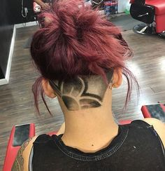 Fun Faded Daisy Flower underCut By Undercut Hairstyles Women, Undercut Women, Cool Hairstyles, Female Undercut, Undercut Pixie, Pixie Haircuts, Pixie Hairstyles, Wedding Hairstyles, Short Hair Cuts