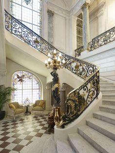 Historical staircase - Shangri-La Hotel, Paris