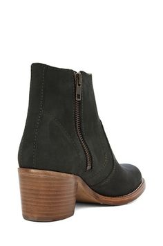 French Freewheeling: Best Ankle Boots for Winter