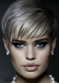 Fashion Beauty - Make-up Elizabeth Kramer Hair Nancy McKenzie and Liz Kramer Make-up Product Bodyography Short Sassy Hair, Short Grey Hair, Short Blonde, Short Hair Cuts For Women, Short Hair Styles, Short Pixie, Short Braids, Braids Wig, Pelo Color Gris