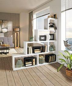 Raumteiler und Regal in Einem! Das moderne Regal verfügt über ausreichend Platz und bietet jede Menge Abstellfläche zum Dekorieren. Gerade im Büro überzeugt das Möbel, ob um Akten abzulegen oder den Raum optisch zu teilen - eine geordnete Atmosphäre ist garantiert!