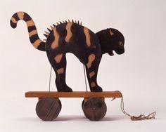 Ziehspielzeug, fauchende Katze  [Deutsches Spielzeugmuseum Sonneberg] Museum, Waldorf Toys, Retro Vintage, Moose Art, Wheels, My Love, Animals, Stuttgart, Deutsch