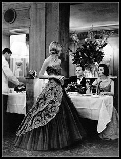 Model in evening gown of tulle and Calais lace by Carven, jewelry by Cartier, photo by Pottier at Taillevent, Paris, 1960 Vintage Gowns, Mode Vintage, Vintage Outfits, Vintage Style, 1960s Fashion, Moda Fashion, Vintage Fashion, Classic Fashion, Vintage Glamour