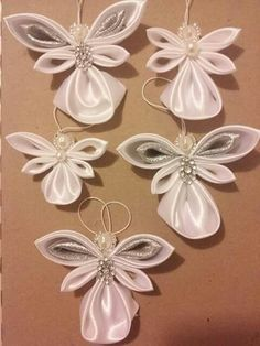 Angle Angel Crafts, Diy Christmas Ornaments, Christmas Angels, Holiday Crafts, Christmas Decorations, Ribbon Art, Ribbon Crafts, Flower Crafts, Kanzashi Tutorial