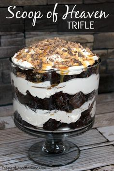 This Scoop of Heaven Trifle has rich Devil's Food cake, smooth whipped cream, sweet caramel, and crunchy toffee.the perfect dessert! desserts Scoop of Heaven Trifle Layered Desserts, Easy Desserts, Dessert Recipes, Cake Recipes, Trifle Bowl Recipes, Triffle Recipe, Dessert Food, Heath Bar Trifle Recipe, Easy Delicious Desserts
