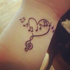 handgelenk tattoo herzen musik noten