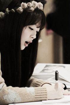 Sulli - f(x) Sulli Choi, Choi Jin, I Love Girls, Baguette, Kpop, Korean Music, Girl Day, Beautiful Actresses, Draw
