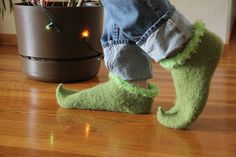 Un-Grinchy : Bear Ears Grinch shoes, link to free pattern