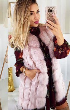 Lola Fashion Futrzana kamizelka Lola różowa Fur Coat, Jackets, Fashion, Down Jackets, Moda, Fashion Styles, Fur Coats, Jacket, Fashion Illustrations