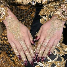 PROFESIONAL HENNA ARTIST SBY ♔ (@yasminehennaart) • Foto dan video Instagram Wedding Henna Designs, Henna Tattoo Designs, Mehndi Designs, White Henna Tattoo, Mehndi Function, Mehndi Images, Wedding Day Inspiration, Wedding Gold, Wedding White