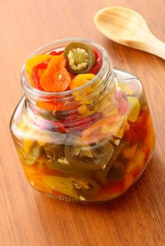 So delicious, so easy, and so many possibilities: pickled peppers are an end-of-the-growing season treat everyone will love. So where do you start? You may have memories of Grandma or a favorite neighbor preparing and canning pickled veggie. How To Pickle Peppers, Canning Peppers, Pickling Peppers, Canning Food Preservation, Preserving Food, Canning Tips, Canning Recipes, Pickled Hot Peppers, Canning Pickles