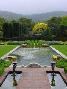 Arts & Crafts meets Italian style    Filoli Garden, Woodside