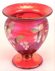 Ruby Amberina is a gorgeous hand painted vase from Fenton. Signed by the artist, this extremely detailed vase is the perfect piece to hold your most beautiful flowers. #fenton #vase #glass http://www.kaleidoscopestoyou.com/fentonglass2.html