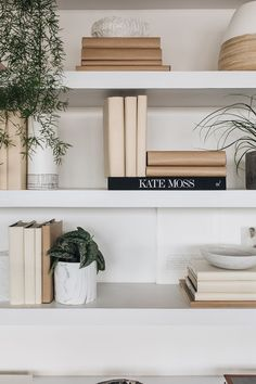 101 Modern Home Accessories Ideas For Beautiful Interior Design - Were you aware that you could fill your home with decorative home accessories, giving the appearance of antiques but without the price tag? Home Office Design, Home Office Decor, Home Decor Bedroom, Room Decor, Office Table, Office Furniture, Beautiful Interior Design, Beautiful Interiors, Modern Interior Design