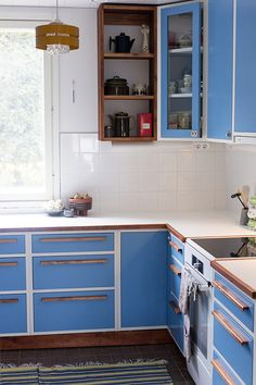 Parhaat raparperireseptit - ku ite tekee Double Vanity, Old School, Kitchen Cabinets, Doors, Bathroom, House Interiors, Lighter, Home Decor, Blue