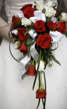 Red and white rose wedding flowers pictures for brides.PNG