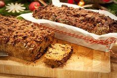 Früchtebrot, von manchen auchKletzenbrot genannt ist ein süßes Brot, das traditionell in der Vorweihnachtszeit gebacken und gegessen wird. Früchtebrot kann zum Frühstück mit Butter oder Nachmittags zu Kaffee und Kuchen gereicht werden.