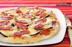 20 recetas de pizzas originales, deliciosas pizzas caseras para sorprender este verano | Gastronomía & Cía Hawaiian Pizza, Pizza Recipes, Empanadas, Food, Bun Hair Piece, Squash Pizza, Eggplant Pizzas, Ham Pizza, Zucchini Spaghetti