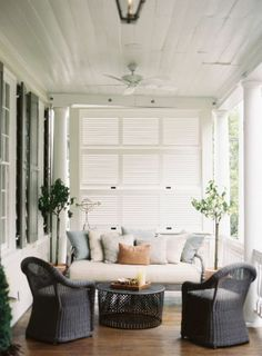 Beautiful collection of inspiring back porch ideas for design, decorating, and living outdoors. Explore some fresh new ideas for your porch. Pinterest Design, Outdoor Rooms, Outdoor Living, Outdoor Decor, Outdoor Couch, Outdoor Kitchens, Outdoor Areas, Balcon Condo, Home Interior