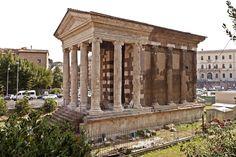 FORUM BOARIUM : TEMPLE DE PORTUNUS / 2ème s AC/ dédié à une divinité portuaire/ porche avec colonnes à l'avant / pseudo-périptère : colonnes en tuf et stucs (effet marbre) engagées sur les côtés et à l'arrière ( influence grecque)/ chapiteaux ioniques