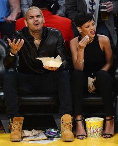 Rihanna street style candids 2013 x basketball game court side x chris brown Black Celebrity Couples, Black Couples, Cute Couples, Mode Rihanna, Rihanna Fenty, Rihanna Style, Trey Songz, Big Sean, Ryan Gosling