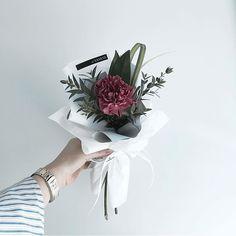 Flower Bouquet Boxes, Boquette Flowers, Single Flower Bouquet, Carnation Bouquet, Bouquet Wrap, Gift Bouquet, Bunch Of Flowers, Planting Flowers, Beautiful Flowers