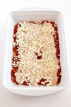 Lasaña Vegana. - Preparar una deliciosa lasaña vegana en casa es increíblemente fácil y no tiene nada que envidiarle a la tradicional. Además, es más sana, ligera y nutritiva. Krispie Treats, Rice Krispies, Coconut Flakes, Vegan Recipes, Vegan Food, Spices, Food And Drink, Desserts, Fit Foods