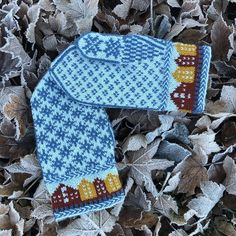 "Ann Kristin westrum on Instagram: ""Trondheimsvotten 💙 #husfliden #raumagammelserien #knitting #design #votter #trondheimsvotten #strikk #strikkedilla #design# av @kammebornia…"" Rum, Winter Hats, Slippers, Barn, Knitting, Instagram, Design, Sneaker, Tricot"