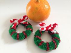 Pipe Cleaner Christmas Wreath in 3 easy steps
