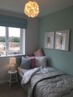 Small Bedroom Ideas - Develop an inviting ambience with these small bedroom embellishing ideas. Optimize your bedroom's square video footage and also accomplish your . Girls Bedroom Sets, Small Room Bedroom, Small Rooms, Room Decor Bedroom, Bedroom Ideas, Girl Bedrooms, Bedroom Simple, Dorm Room, Small Space