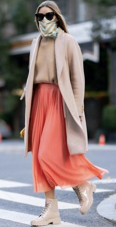 Olivia Palermo Outfit, Olivia Palermo Lookbook, Olivia Palermo Style, Pink Pleated Skirt, Workwear Fashion, Celebrity Style, Street Style, Skirts, Clothes