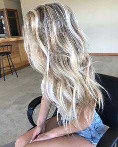 Blonde Hair Shades, Blonde Hair Looks, Blonde Hair With Highlights, Brown Blonde Hair, Hair Color Balayage, Beachy Blonde Hair, Black Hair, Cool Blonde Balayage, Blonde Balyage