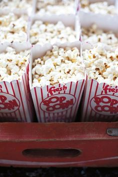 Popcorn Machine 26 Home Theaters You Wish You Owned 21 Fabulous Kitchen Gadgets Every Family Needs 20 Brilliant Wedding Bar Ideas 50s Wedding, Carnival Wedding, Vintage Carnival, Vintage Theme, Wedding Themes, Trendy Wedding, Wedding Ideas, Rockabilly Wedding, Carnival Birthday