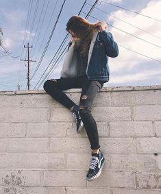 faxu fur shearling jacket blue denim aviator jacket womens fur lined denim jacket faux fur jean coat Tomboy Outfits, Tomboy Fashion, Look Fashion, Casual Outfits, Cute Outfits, Fashion Outfits, Fur Lined Denim Jacket, Lined Jeans, Jeans Und Vans