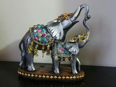 Elephants with raised trunks can be used as Feng Shui enhancers. Happy Elephant, Elephant Love, Elephant Art, Elephant Gifts, Elefante Hindu, Elephant Home Decor, Buddha Decor, Elephants Never Forget, Elephant Sculpture