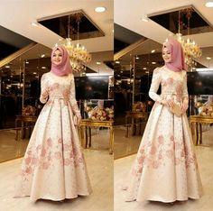 Muslim Evening Dresses, Muslim Wedding Dresses, Abaya Fashion, Fashion Dresses, Hijabi Gowns, Wedding Abaya, Estilo Abaya, Hijab Dress Party, Blouse Batik