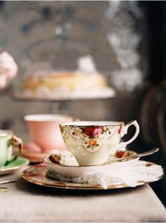 Vintage Tea party reception, or just for the Tea and Coffee after :) Coffee Time, Tea Time, Rooibos Tee, Decor Eventos, Photo Café, Café Chocolate, Tee Set, Cuppa Tea, My Cup Of Tea