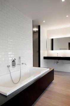 Wit/zwart badkamer met de leuke metrotegels