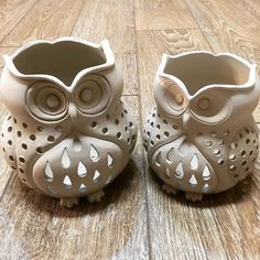 My pair of owl candle holders just made, mom and daughter pair! My pair of owl candle holders just made, mom and daughter … Clay Art Projects, Ceramics Projects, Clay Crafts, Pottery Painting Designs, Pottery Art, Pottery Clay, Slab Pottery, Pottery Studio, Ceramic Candle Holders