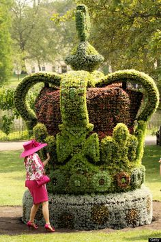 Queen Elizabeth's Diamond Jubilee Floral Crown Installed In St. James's Park