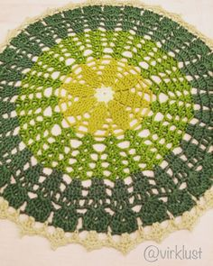 Lady Green's Mandala / Tant Gröns Mandala - free crochet pattern in English and Swedish at Virklust Crochet Doily Patterns, Crochet Mandala, Mandala Pattern, Thread Crochet, Diy Crochet, Crochet Doilies, Crochet Hooks, Ravelry Crochet, Green Pattern