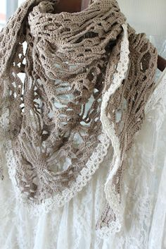 King & majkis: Crocheted scarf. Now with lace.